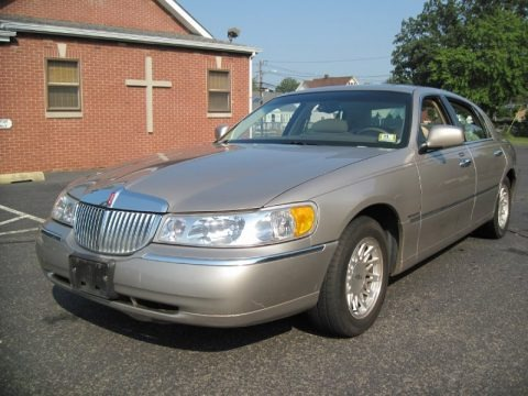 1999 lincoln town car data info and specs. Black Bedroom Furniture Sets. Home Design Ideas