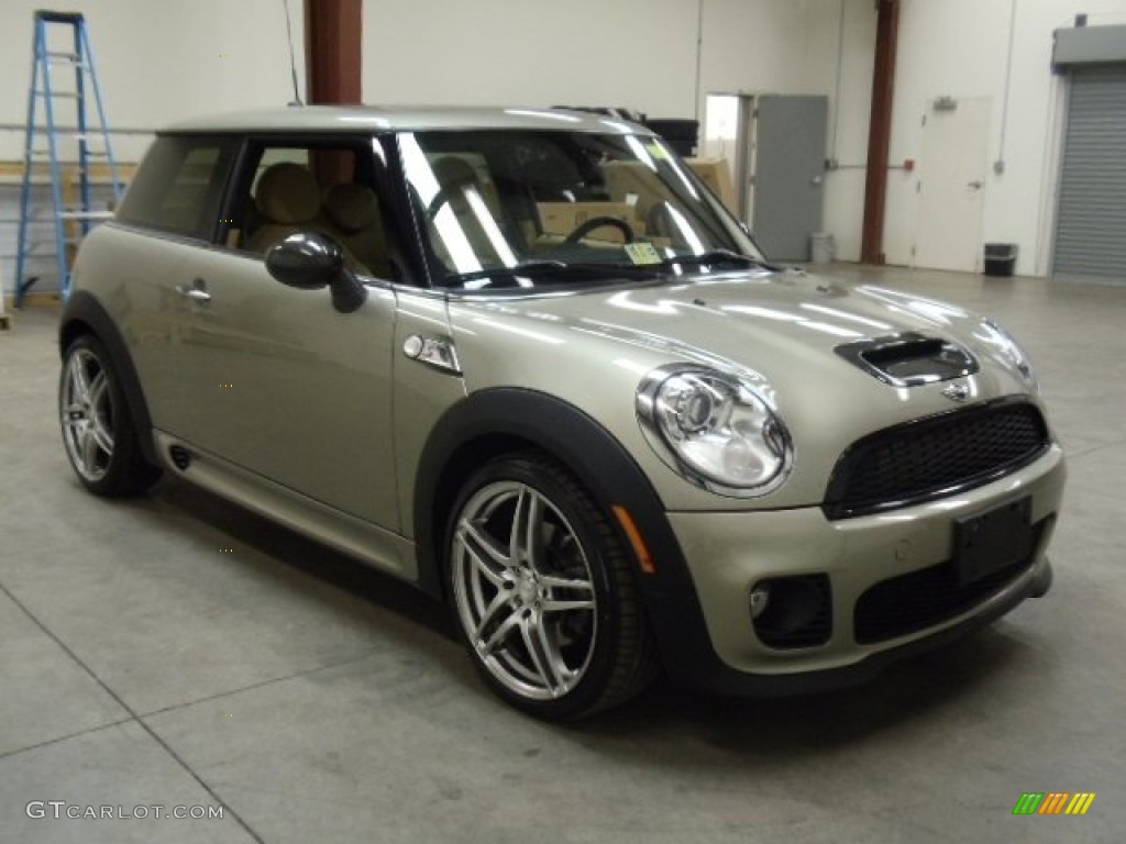 sparkling silver metallic 2007 mini cooper s john cooper works hardtop exterior photo 56714192. Black Bedroom Furniture Sets. Home Design Ideas