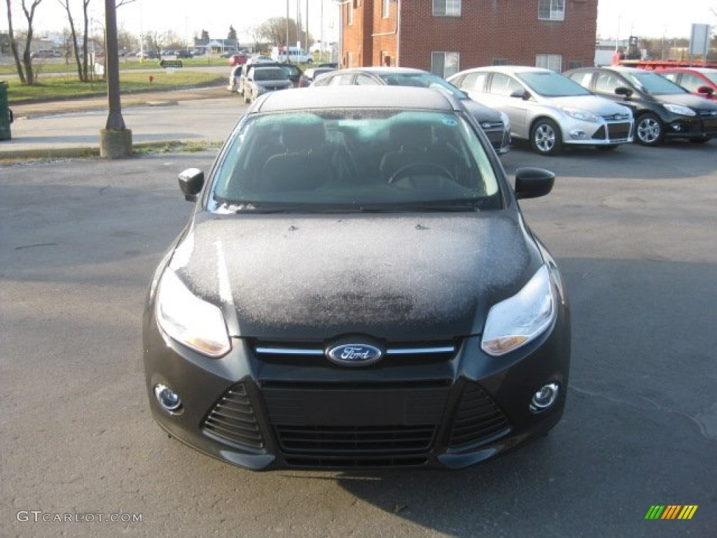 2012 Focus SE 5-Door - Tuxedo Black Metallic / Charcoal Black photo #2
