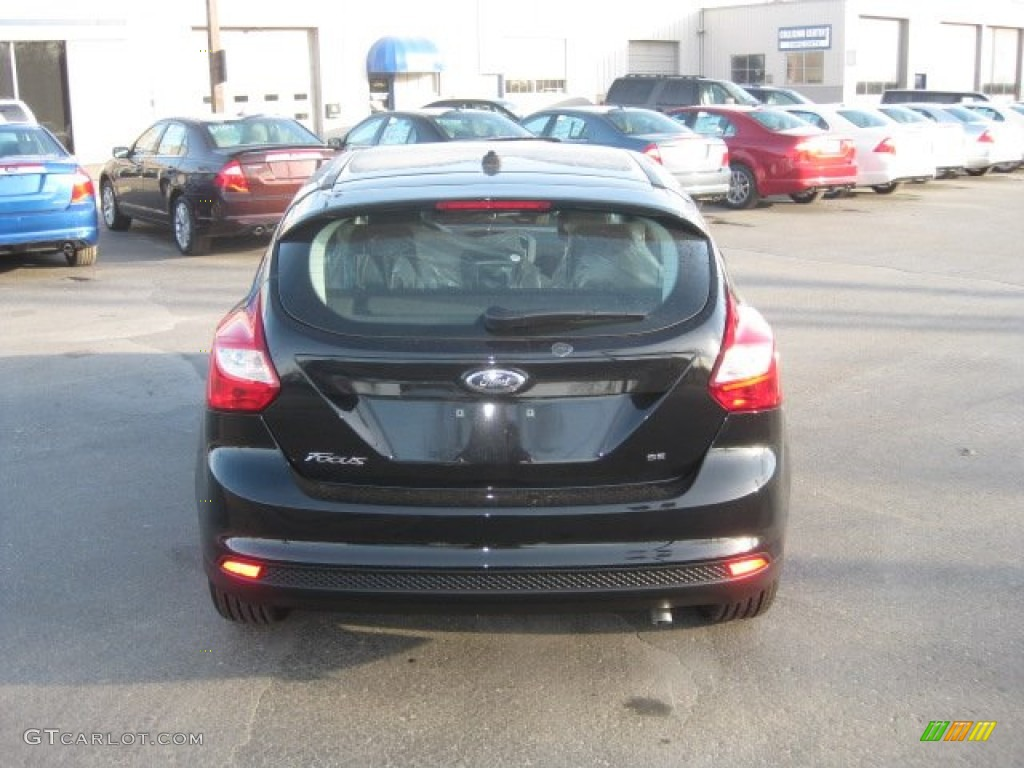 2012 Focus SE 5-Door - Tuxedo Black Metallic / Charcoal Black photo #7
