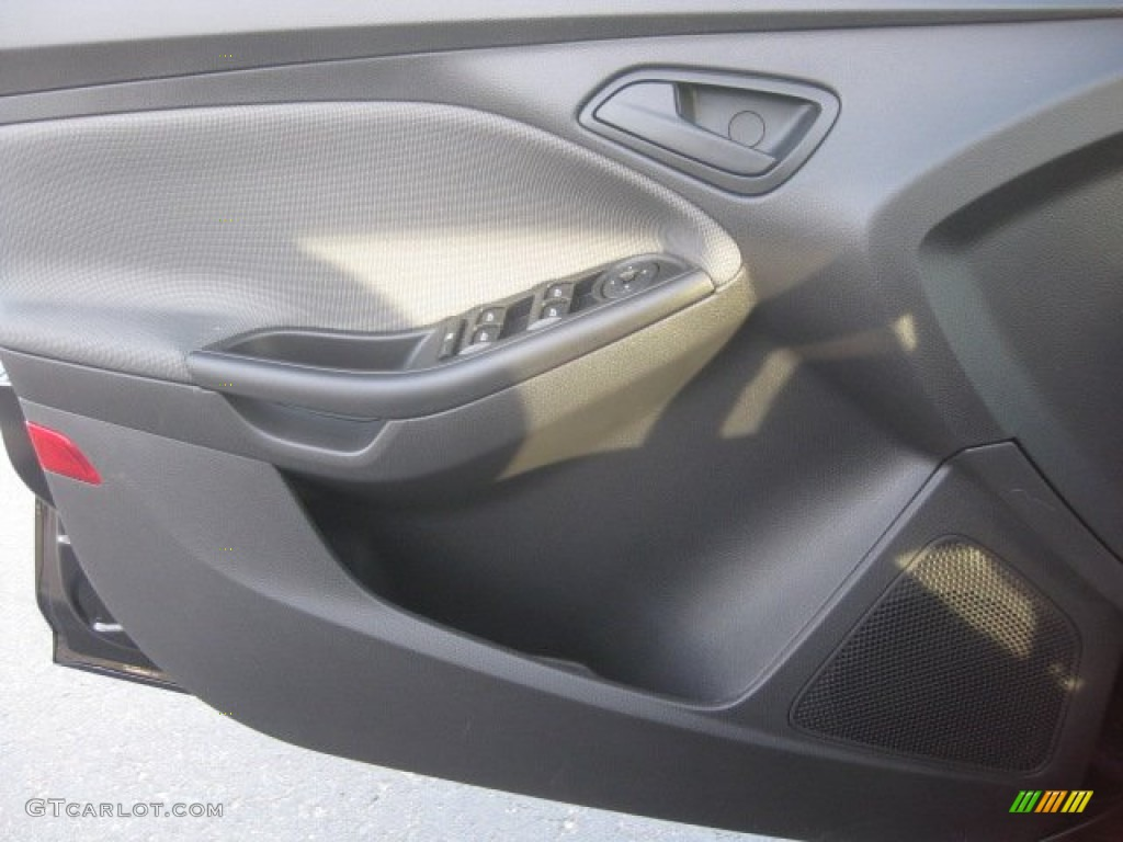 2012 Focus SE 5-Door - Tuxedo Black Metallic / Charcoal Black photo #11
