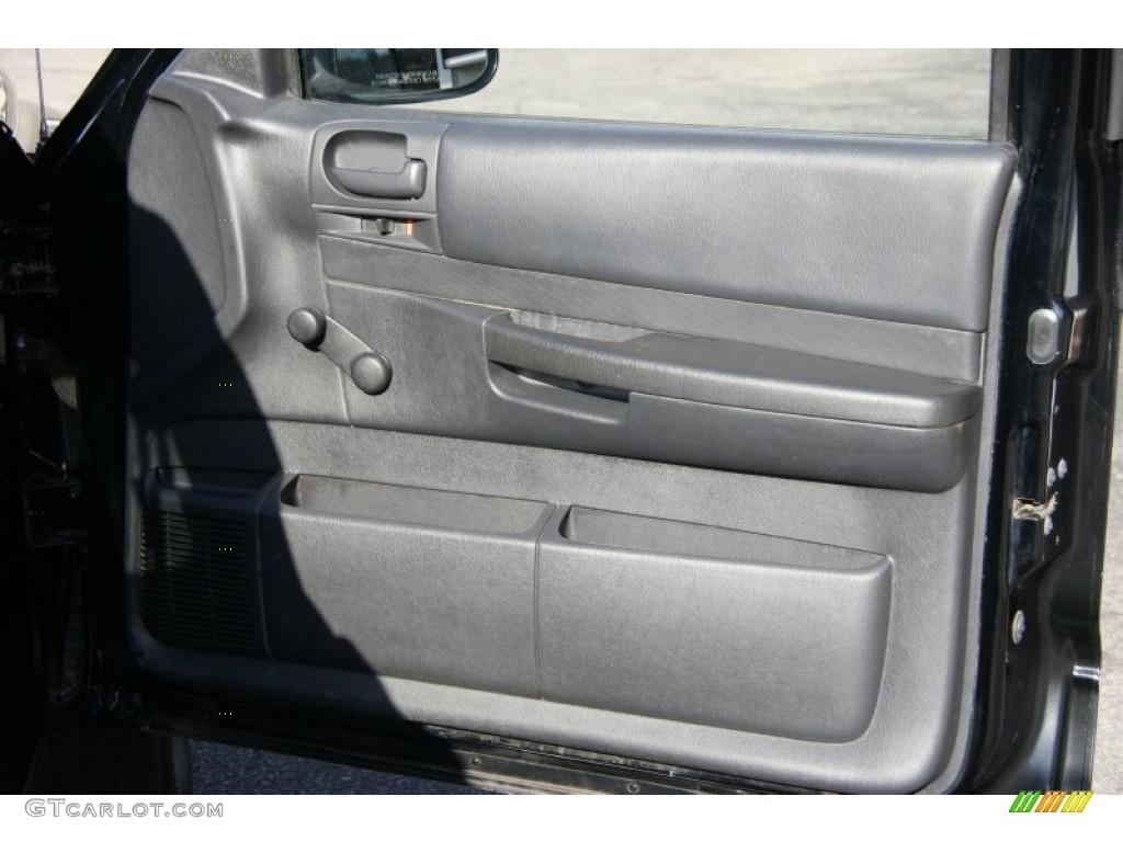 2004 Dakota SXT Regular Cab 4x4 - Black / Dark Slate Gray photo #13