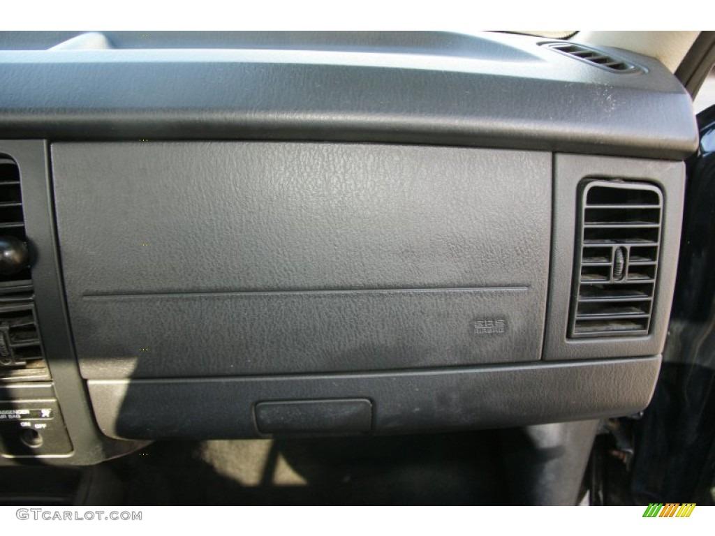 2004 Dakota SXT Regular Cab 4x4 - Black / Dark Slate Gray photo #15