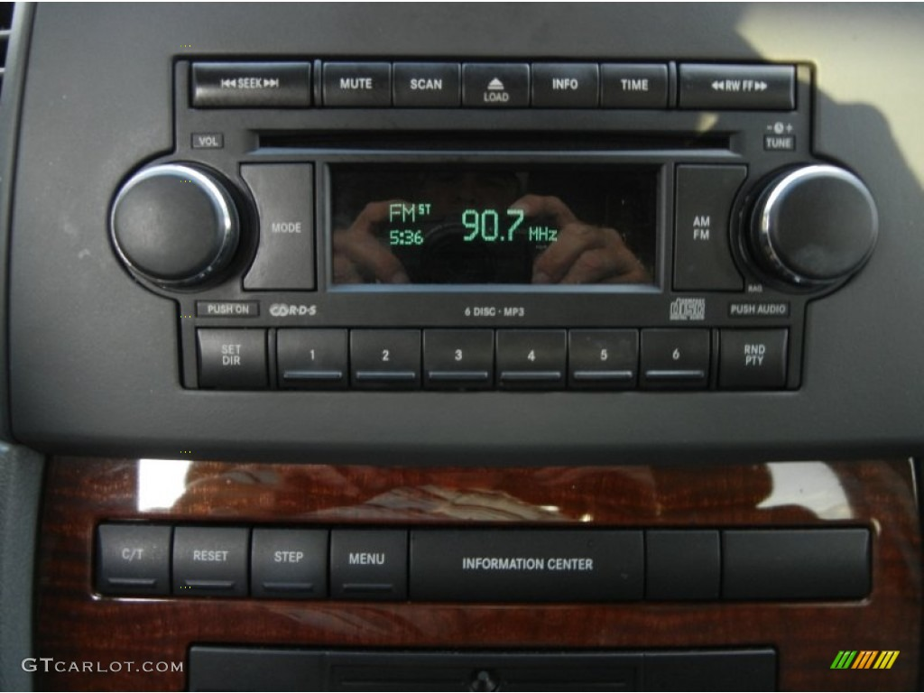 2007 jeep grand cherokee limited audio system photo. Black Bedroom Furniture Sets. Home Design Ideas