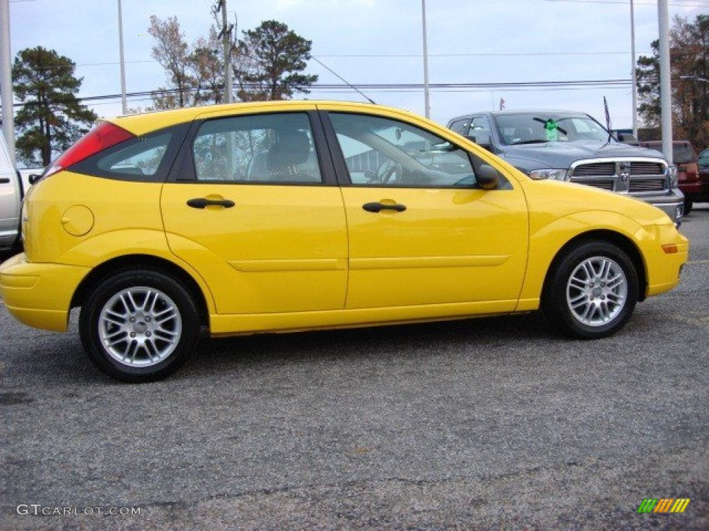 screaming yellow 2006 ford focus zx5 se hatchback exterior. Black Bedroom Furniture Sets. Home Design Ideas