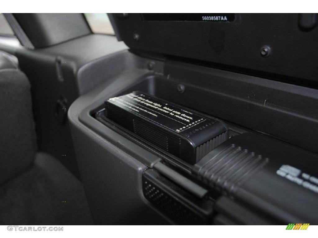 2000 Jeep Grand Cherokee Laredo 4x4 Audio System Photo