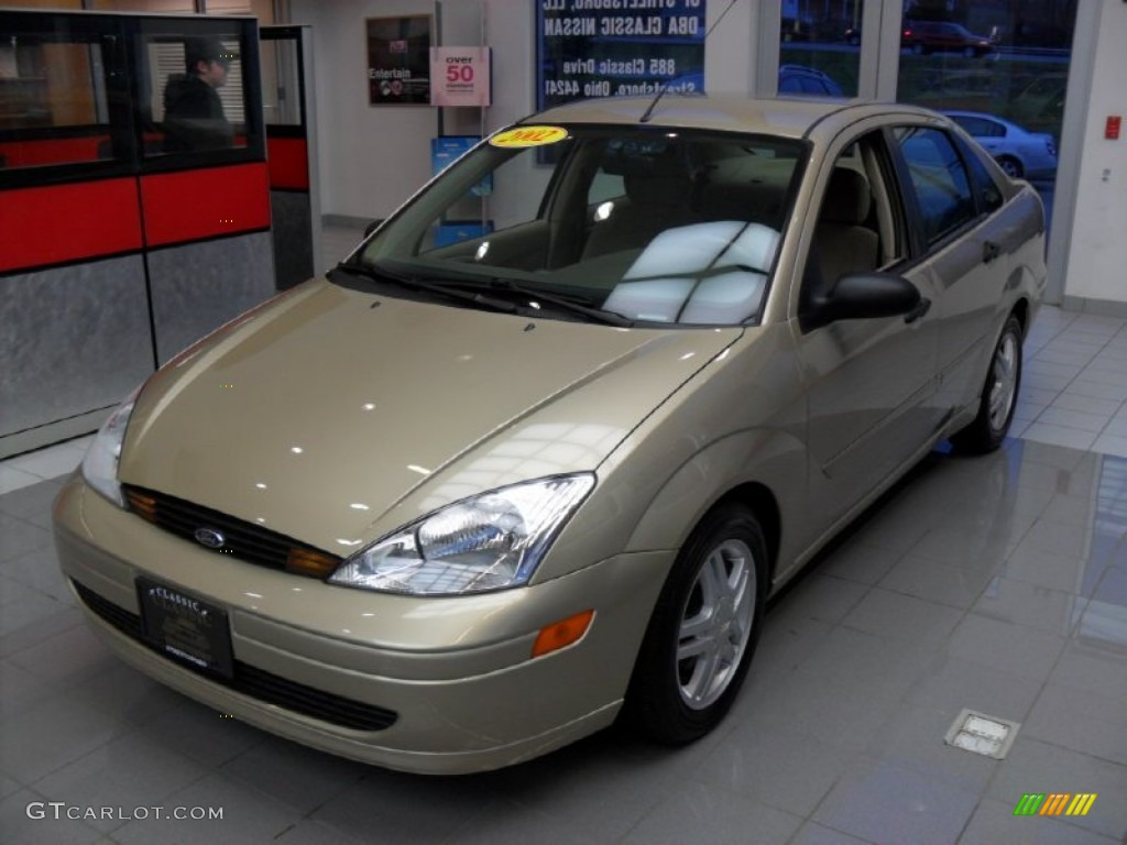 2002 fort knox gold ford focus se sedan 57034442 photo 2 car color galleries. Black Bedroom Furniture Sets. Home Design Ideas