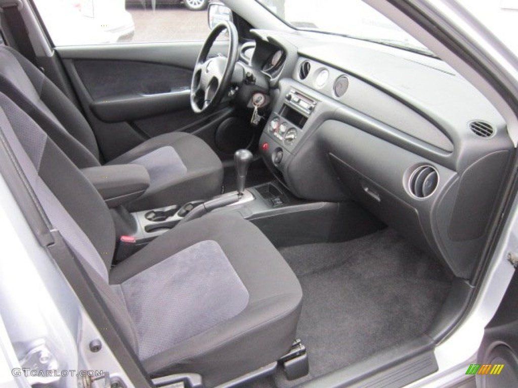 Charcoal Interior 2004 Mitsubishi Outlander XLS AWD Photo #57476788 | GTCarLot.com