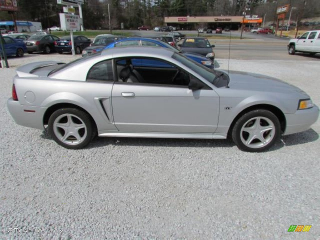 silver metallic 2000 ford mustang gt coupe exterior photo. Black Bedroom Furniture Sets. Home Design Ideas