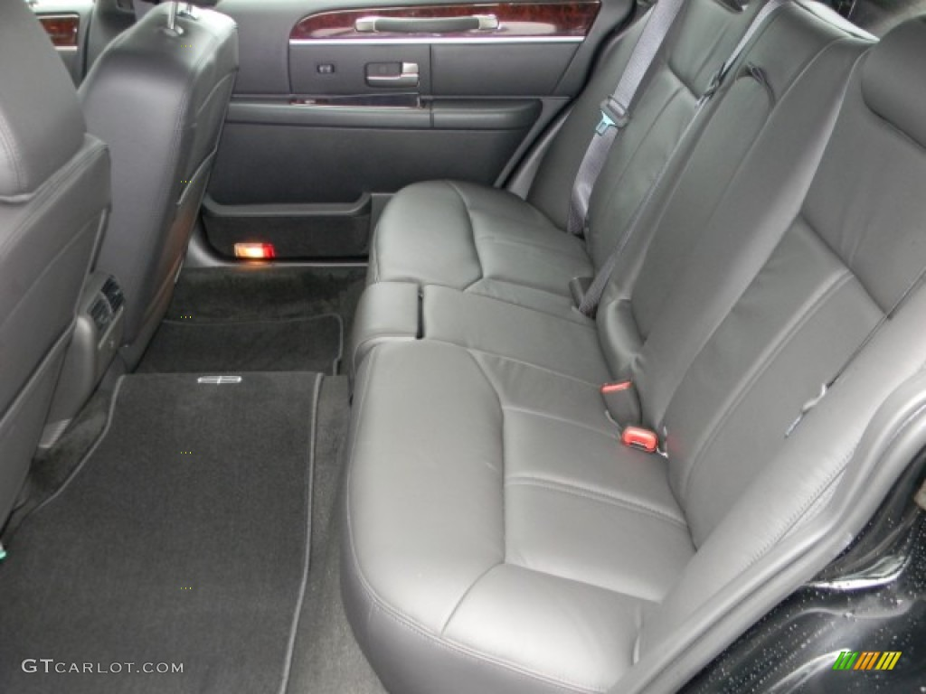 2011 black lincoln town car signature l 57873673 photo 8 car color galleries. Black Bedroom Furniture Sets. Home Design Ideas