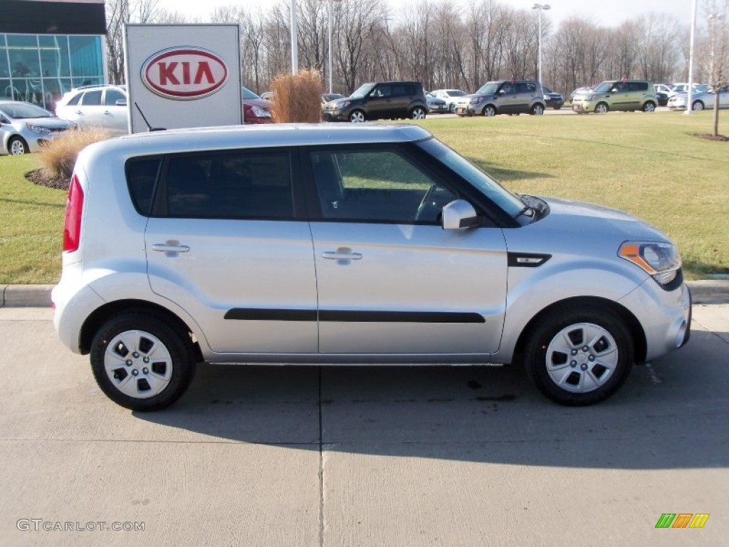 Bright silver 2012 kia soul 1 6 exterior photo 58057696 2012 kia soul exterior colors