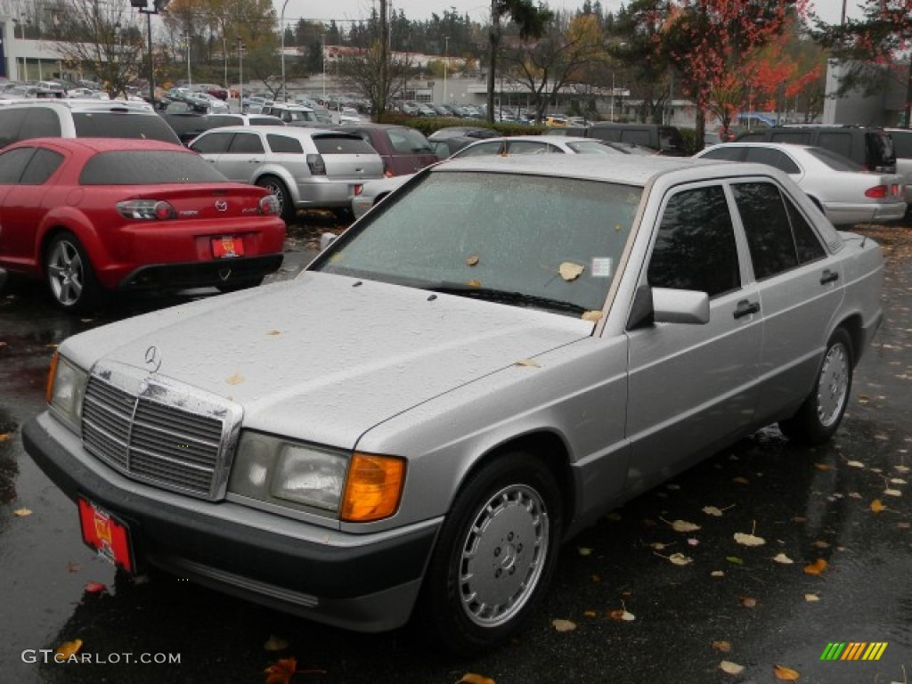 1993 brilliant silver metallic mercedes benz 190 class for Mercedes benz silver