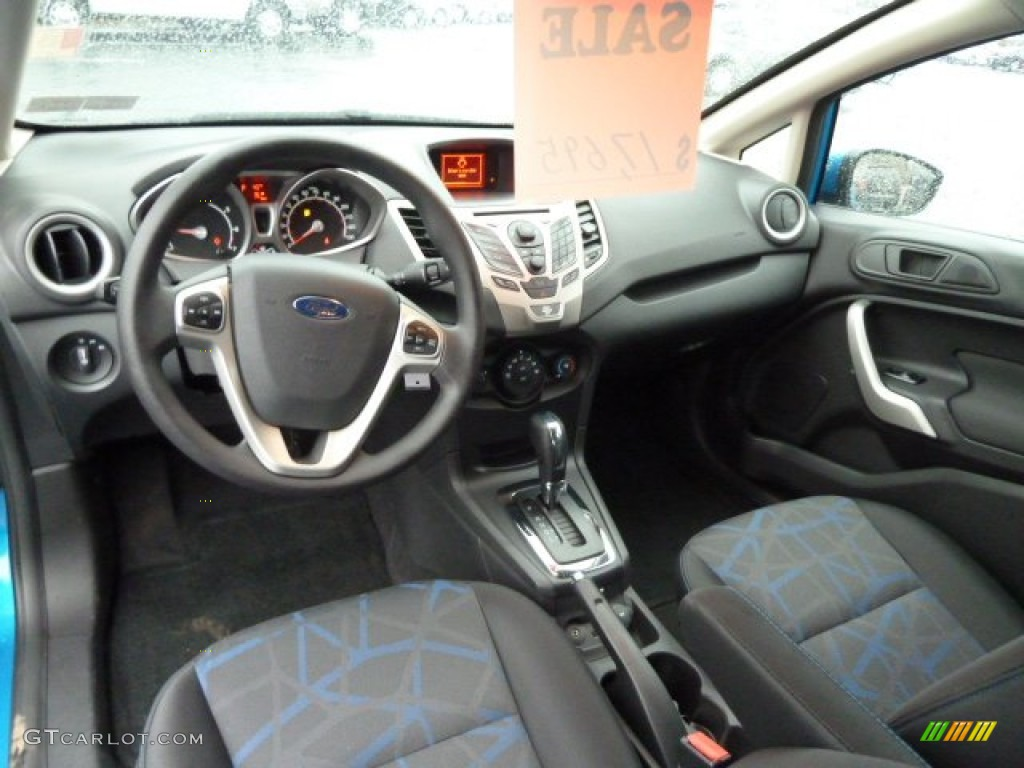 Charcoal black blue interior 2012 ford fiesta se hatchback photo 58548797 for Ford fiesta hatchback interior