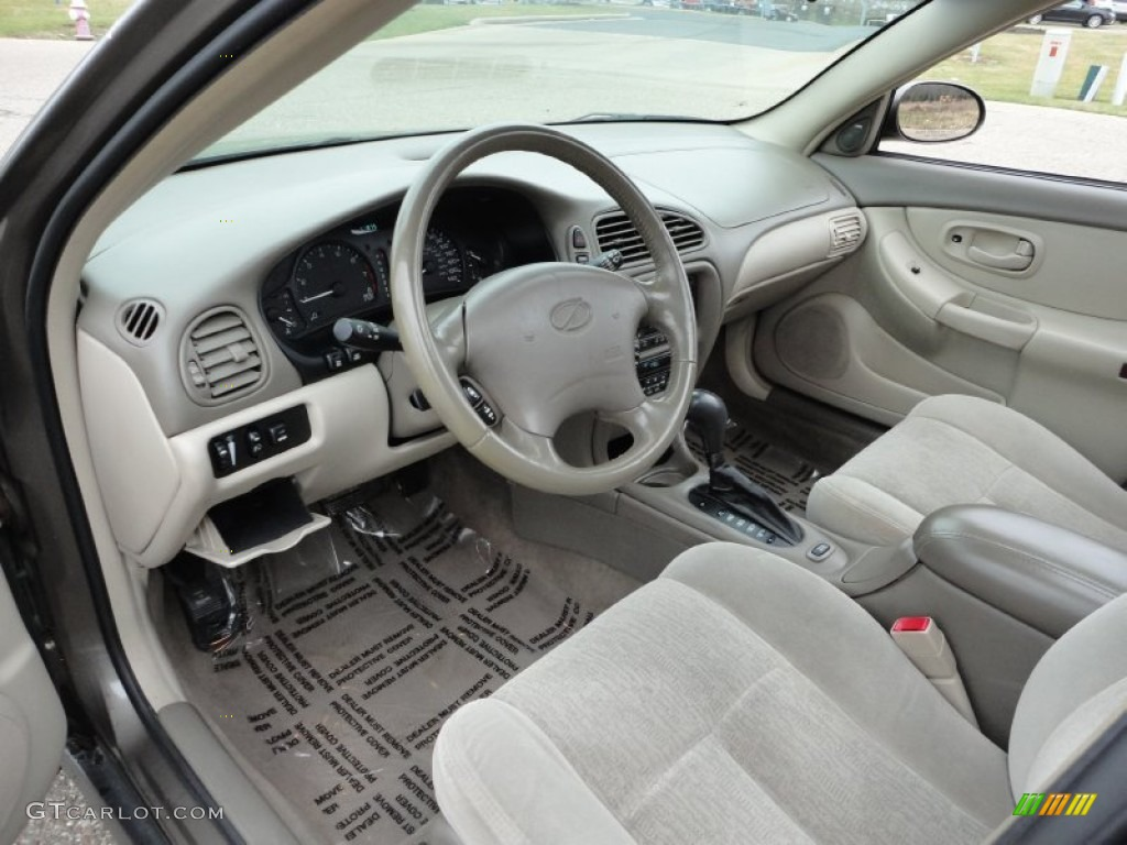 Neutral Interior 2002 Oldsmobile Intrigue GL Photo #58590231