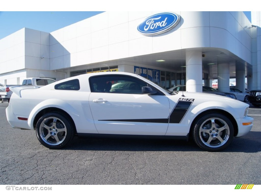 2007 Mustang V6 Deluxe Coupe - Performance White / Light Graphite photo #2