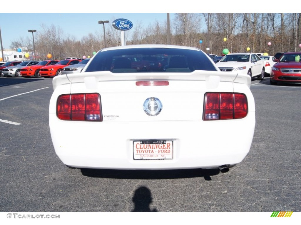 2007 Mustang V6 Deluxe Coupe - Performance White / Light Graphite photo #4