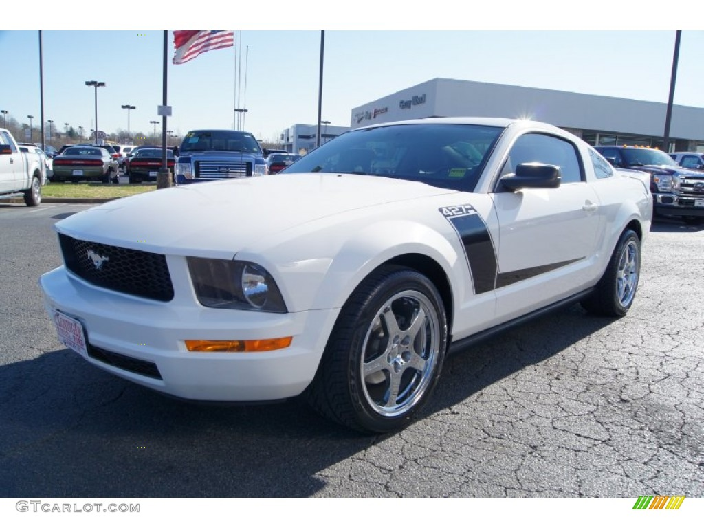 2007 Mustang V6 Deluxe Coupe - Performance White / Light Graphite photo #6