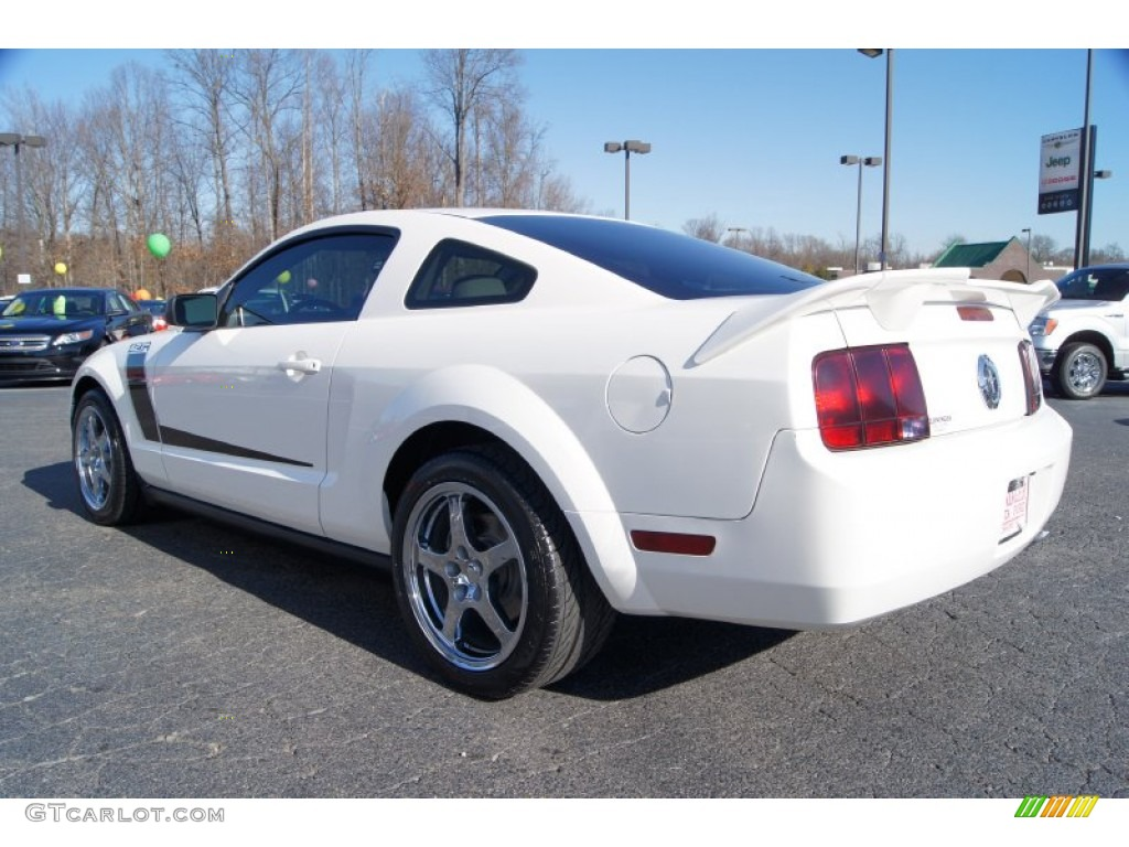 2007 Mustang V6 Deluxe Coupe - Performance White / Light Graphite photo #28