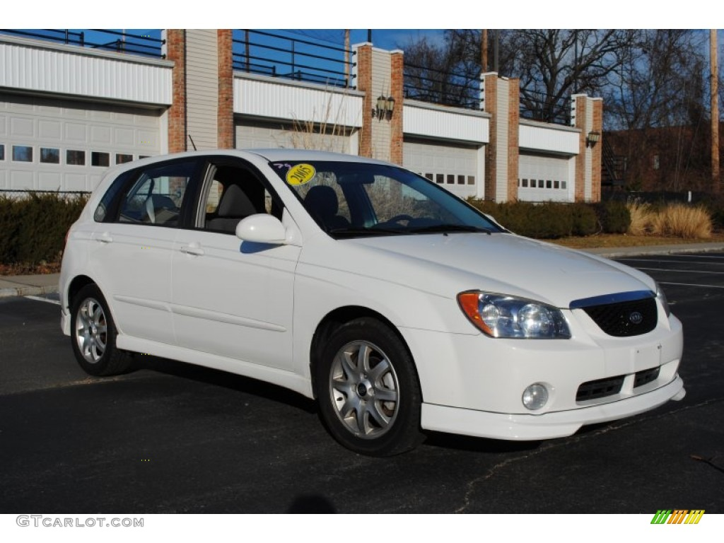 Clear White 2005 Kia Spectra 5 Wagon Exterior Photo
