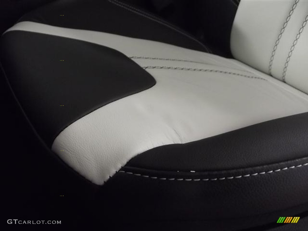 2012 Focus Titanium 5-Door - White Platinum Tricoat Metallic / Arctic White Leather photo #12