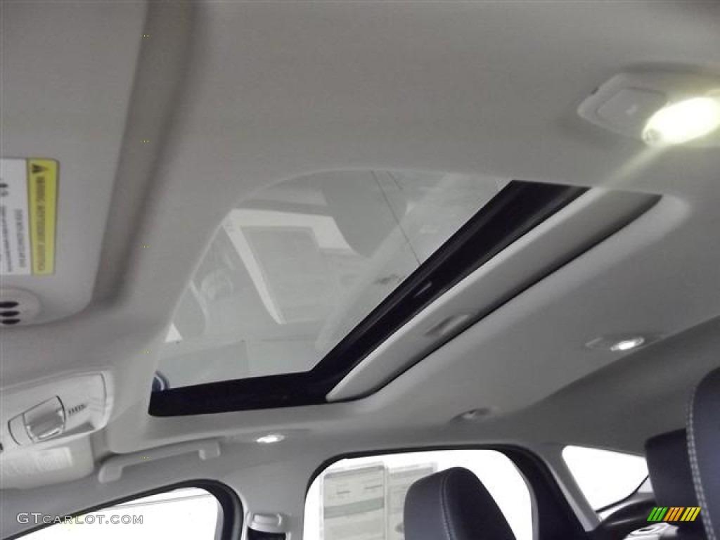 2012 Focus Titanium 5-Door - White Platinum Tricoat Metallic / Arctic White Leather photo #26