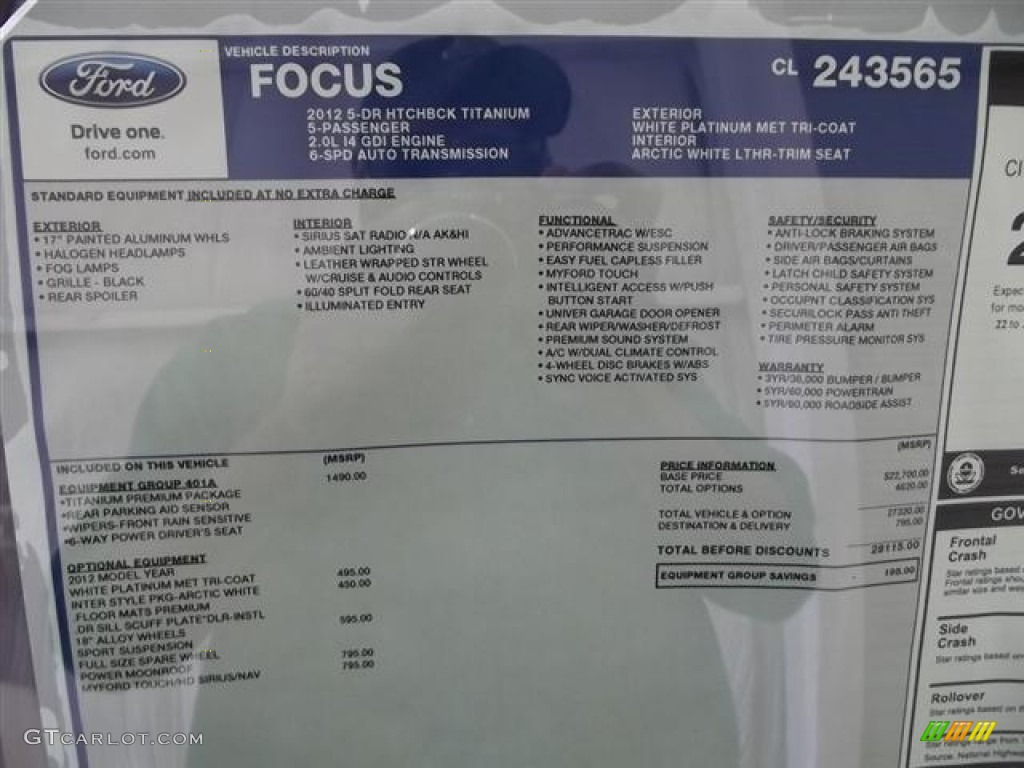 2012 Focus Titanium 5-Door - White Platinum Tricoat Metallic / Arctic White Leather photo #30