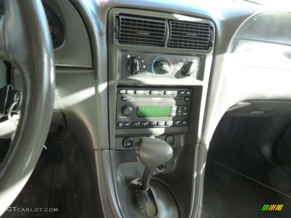 2001 Mustang V6 Convertible - Laser Red Metallic / Oxford White photo #13