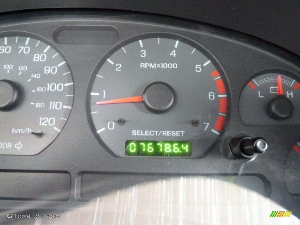 2001 Mustang V6 Convertible - Laser Red Metallic / Oxford White photo #14