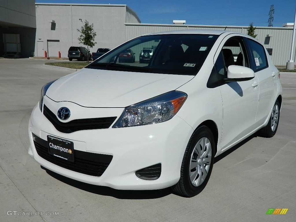 Super White 2012 Toyota Yaris Le 5 Door Exterior Photo 59533516