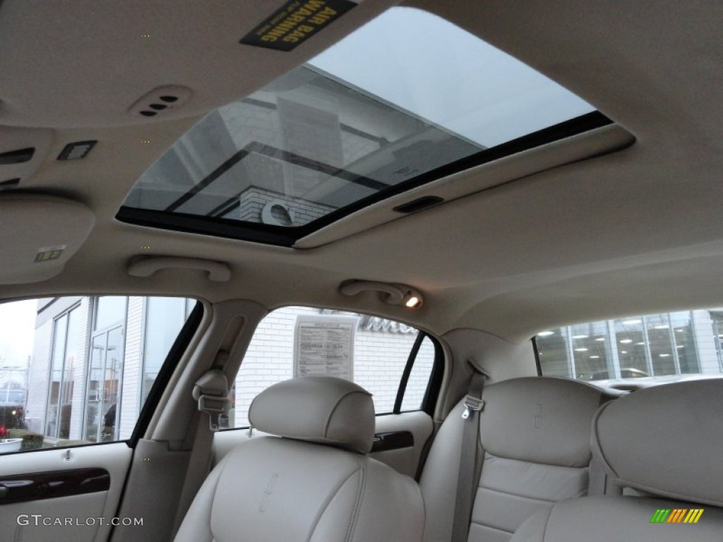 2002 lincoln town car signature sunroof photo 59582154. Black Bedroom Furniture Sets. Home Design Ideas
