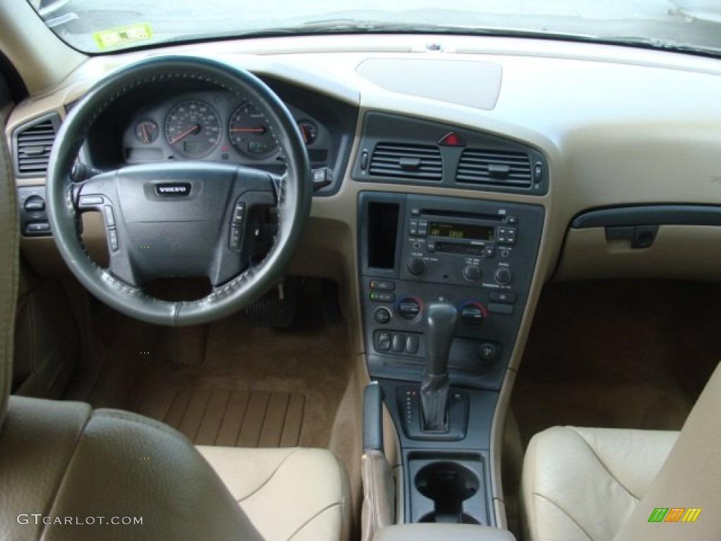 2002 Volvo V70 2.4 Wagon Dashboard Photos | GTCarLot.com