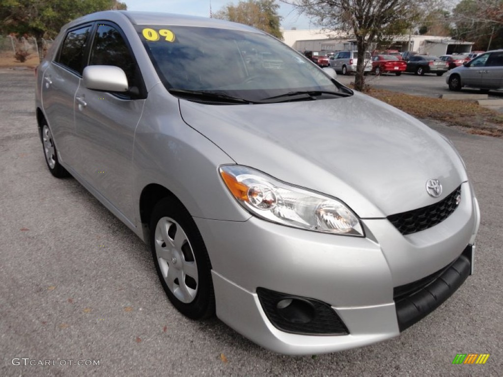 classic silver metallic 2009 toyota matrix s exterior. Black Bedroom Furniture Sets. Home Design Ideas