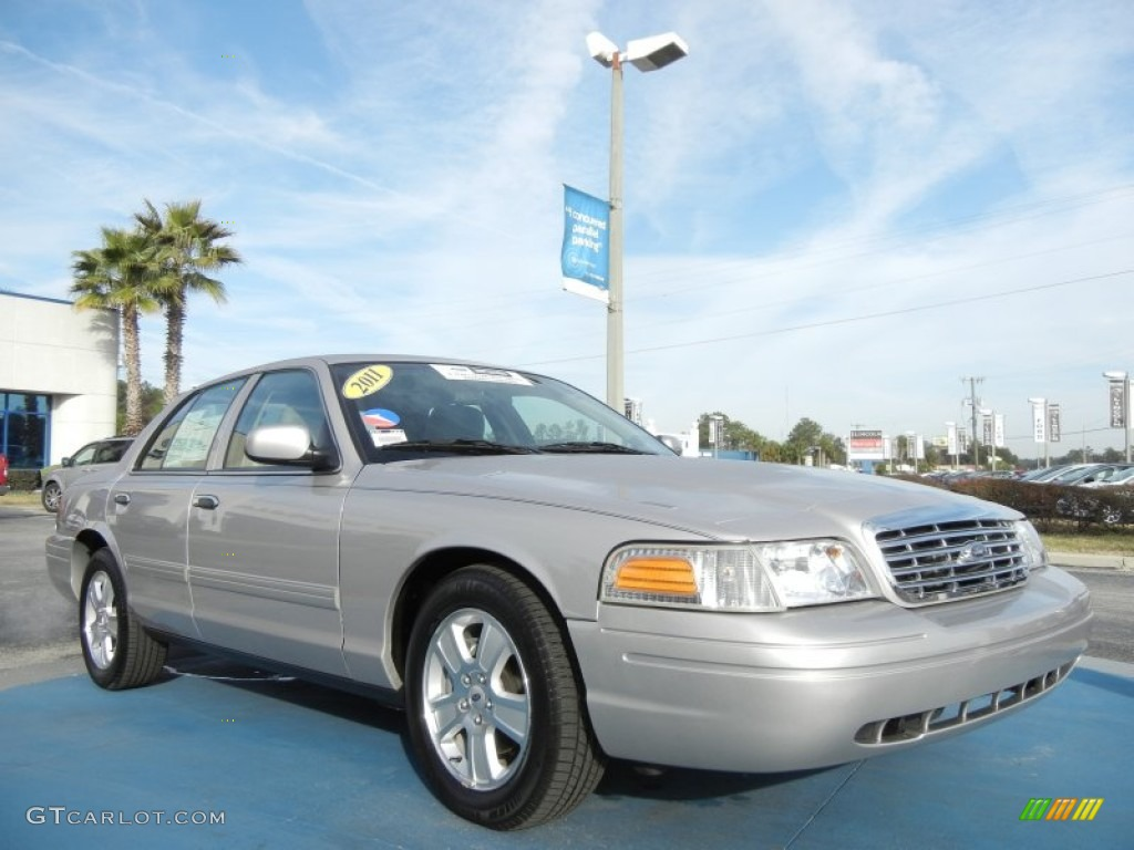 2010 Ford Crown Victoria LX photo - 2
