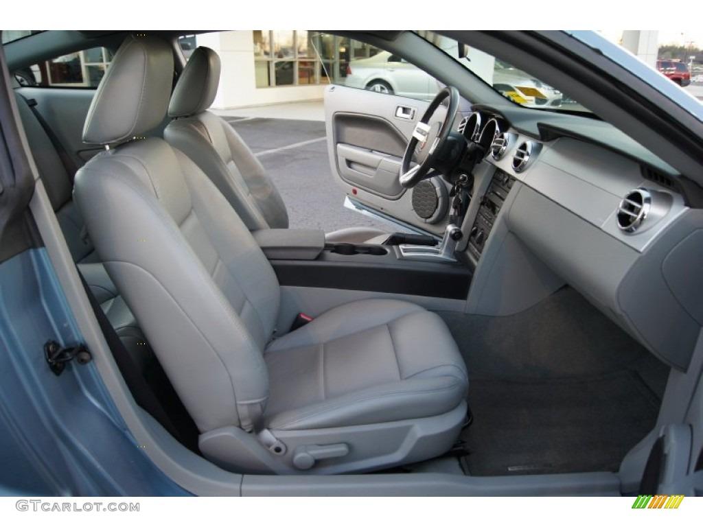 Light Graphite Interior 2006 Ford Mustang V6 Premium Coupe Photo #60150579