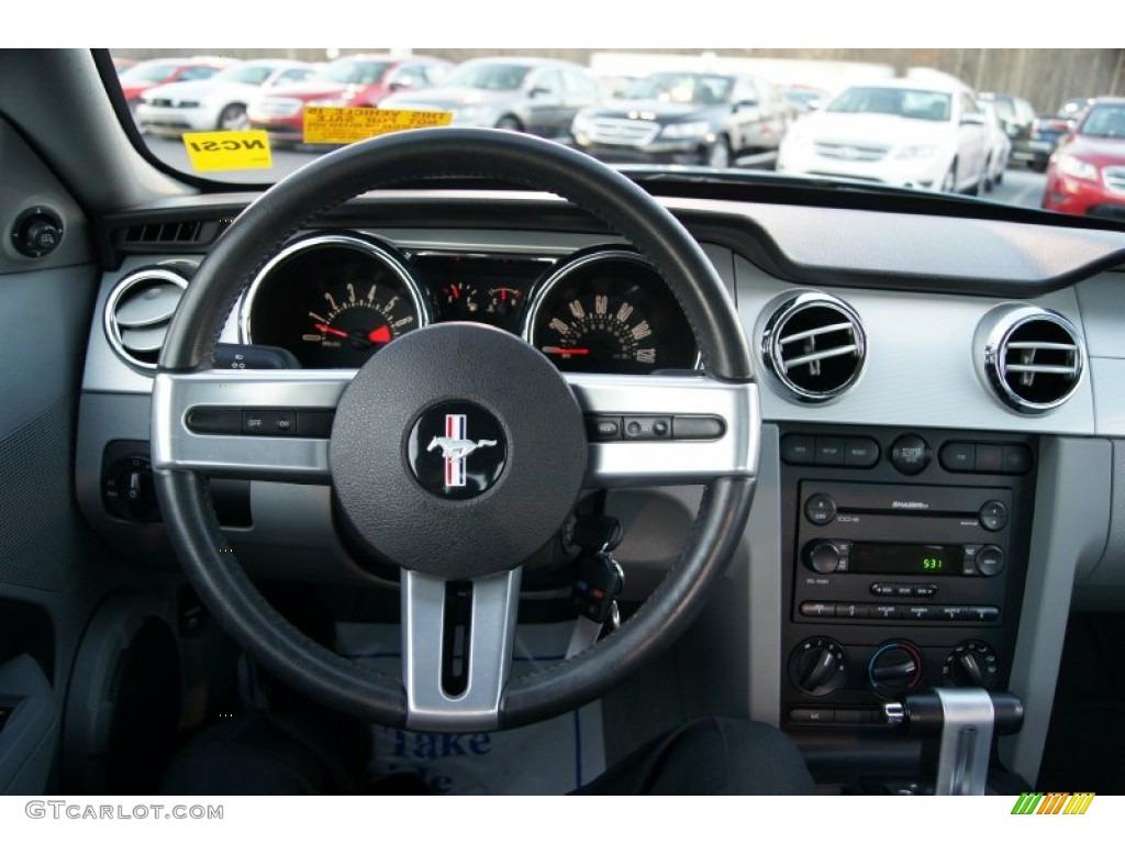2006 Ford Mustang V6 Premium Coupe Light Graphite Steering Wheel Photo #60150699