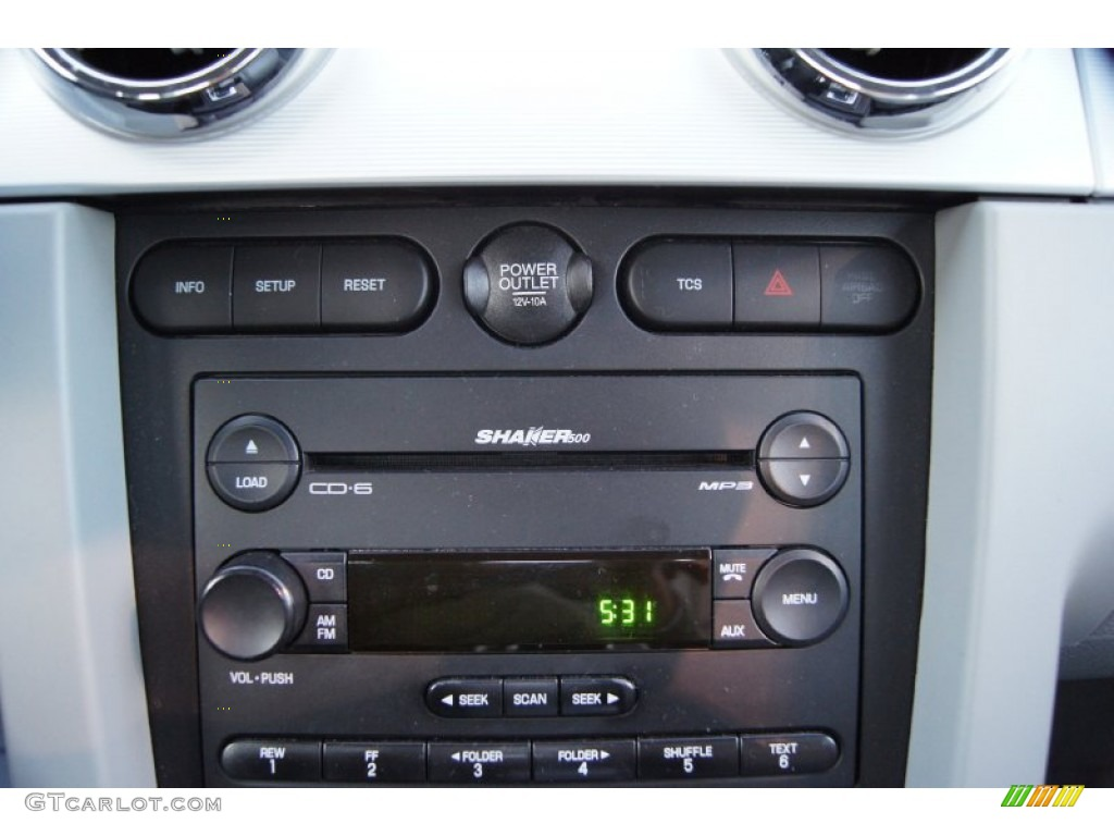 2006 Ford Mustang V6 Premium Coupe Audio System Photo #60150708
