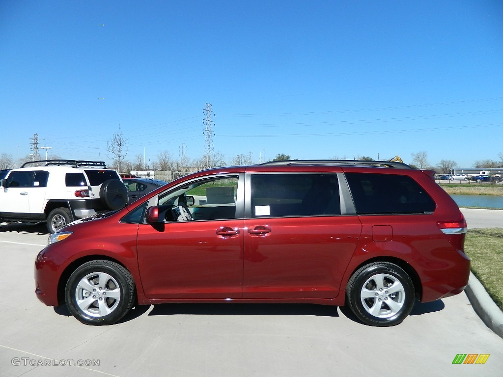 Salsa red pearl 2012 toyota sienna le exterior photo 60324239