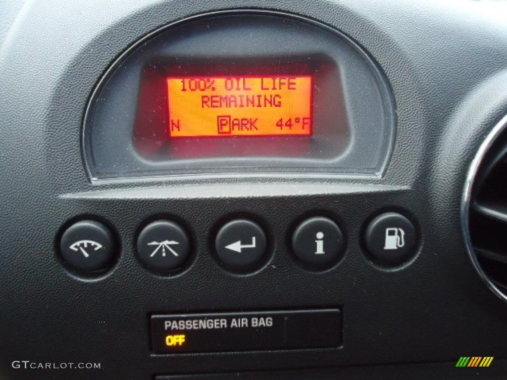 2006 Pontiac Grand Prix GXP Sedan Controls Photo #60794744