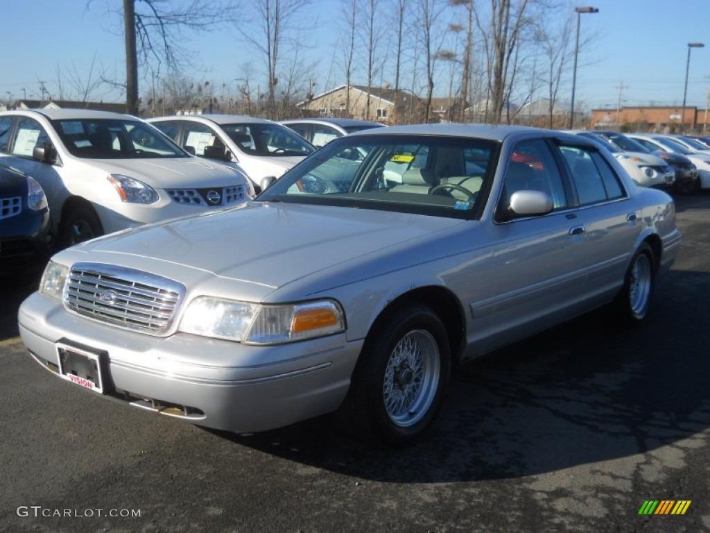 Silver Frost Metallic Ford Crown Victoria LX - 2001 crown victoria