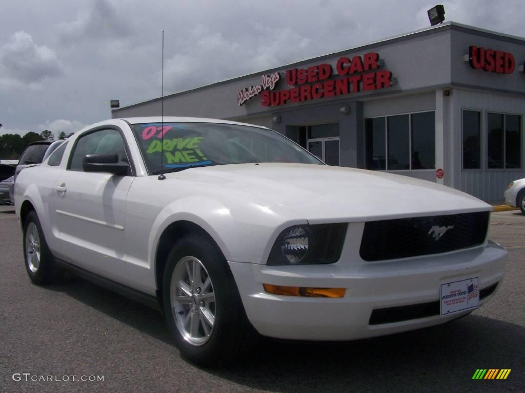 2007 Mustang V6 Deluxe Coupe - Performance White / Dark Charcoal photo #1
