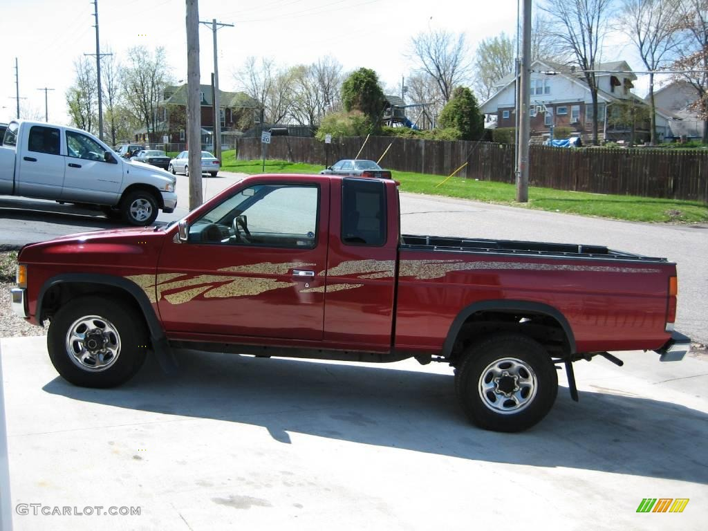 1995 cherry red pearl metallic nissan hardbody truck xe extended cab 4x4 6102715. Black Bedroom Furniture Sets. Home Design Ideas
