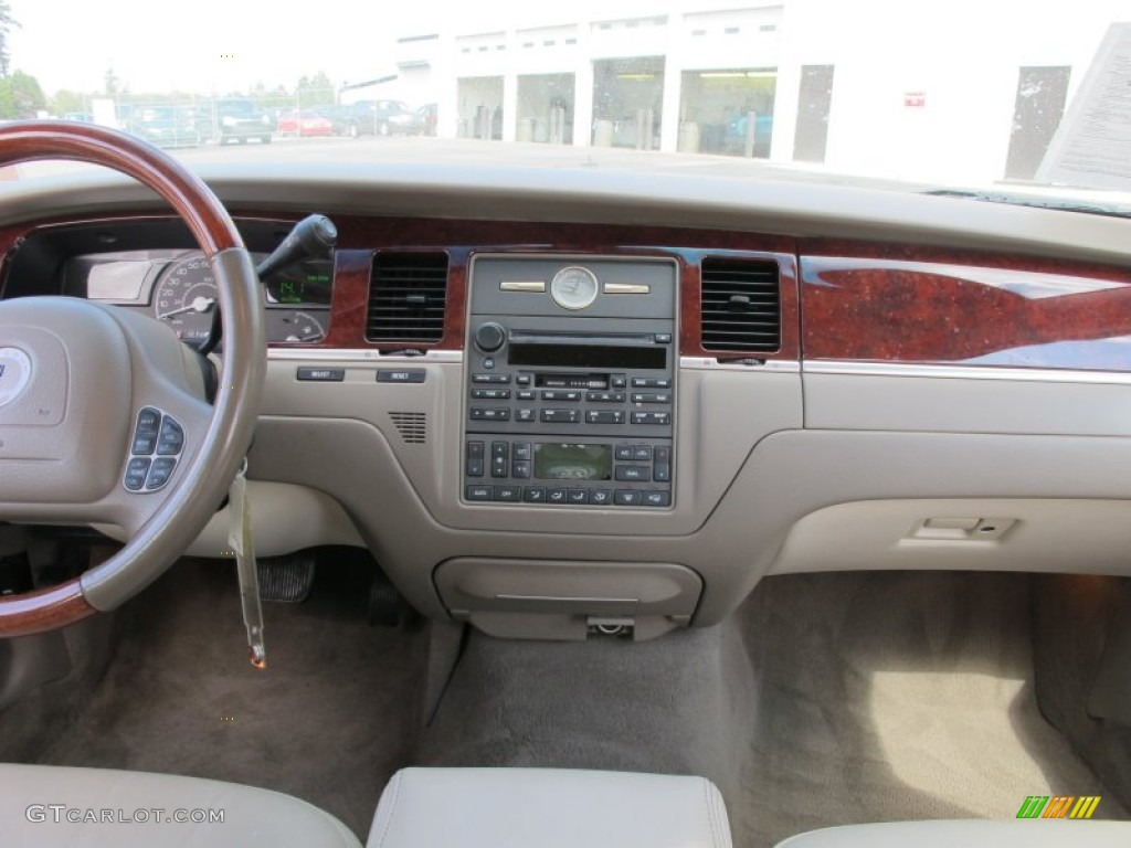 2004 lincoln town car ultimate medium dark parchment light parchment dashboard photo 61407015. Black Bedroom Furniture Sets. Home Design Ideas