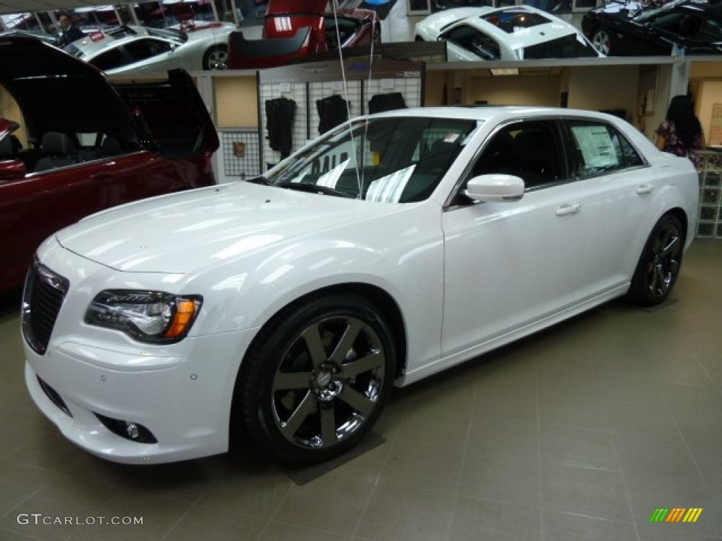 2012 Ivory Tri Coat Pearl Chrysler 300 Srt8 61457649