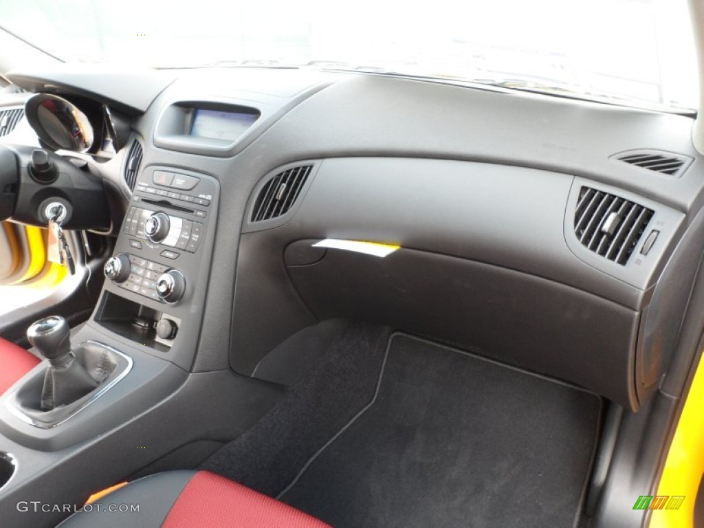 black leather red cloth interior 2012 hyundai genesis coupe 3 8 r spec photo 61751889. Black Bedroom Furniture Sets. Home Design Ideas