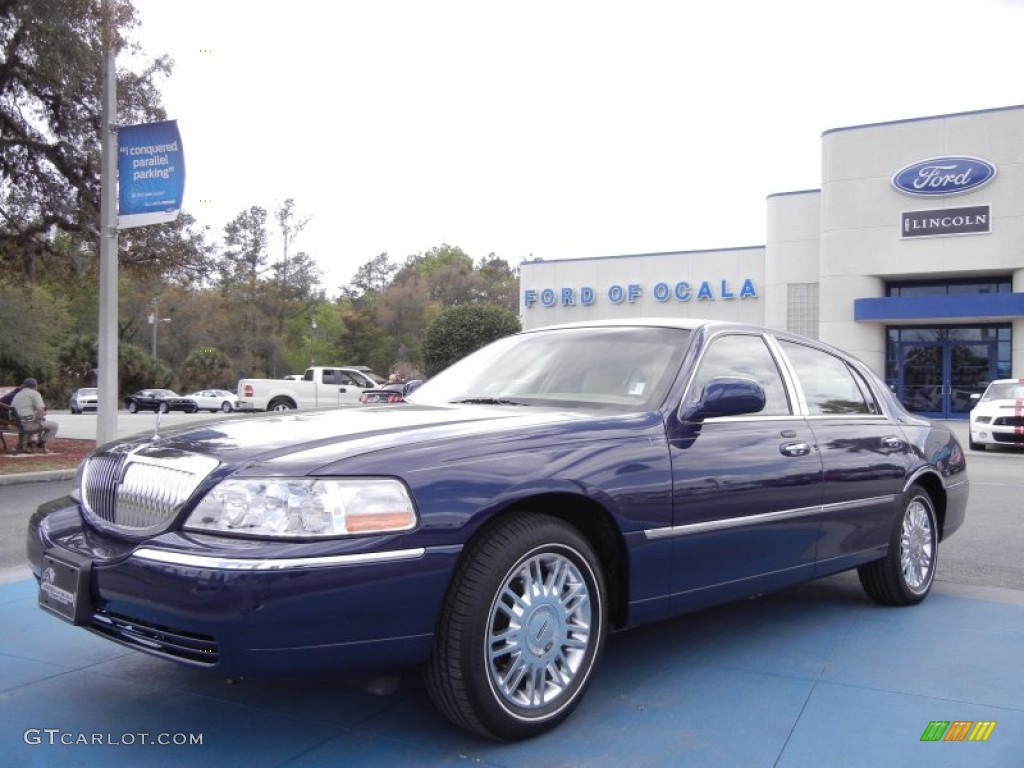 2009 dark blue pearl metallic lincoln town car signature limited 61908031 car. Black Bedroom Furniture Sets. Home Design Ideas