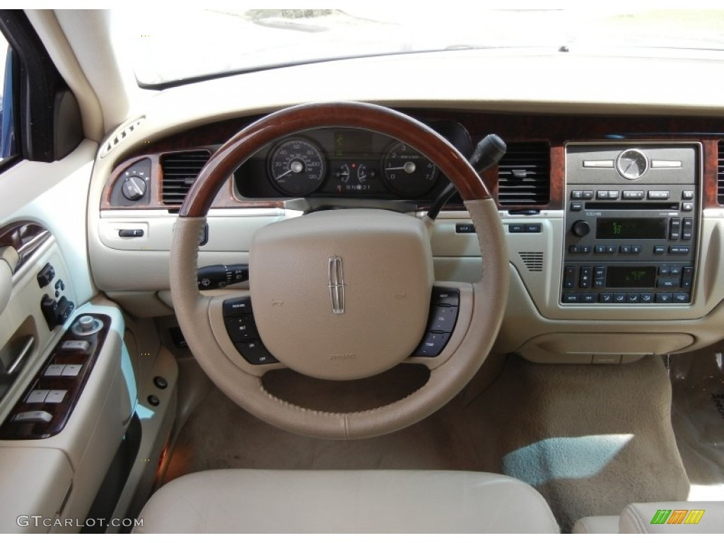 2009 lincoln town car signature limited light camel dashboard photo 61918357. Black Bedroom Furniture Sets. Home Design Ideas
