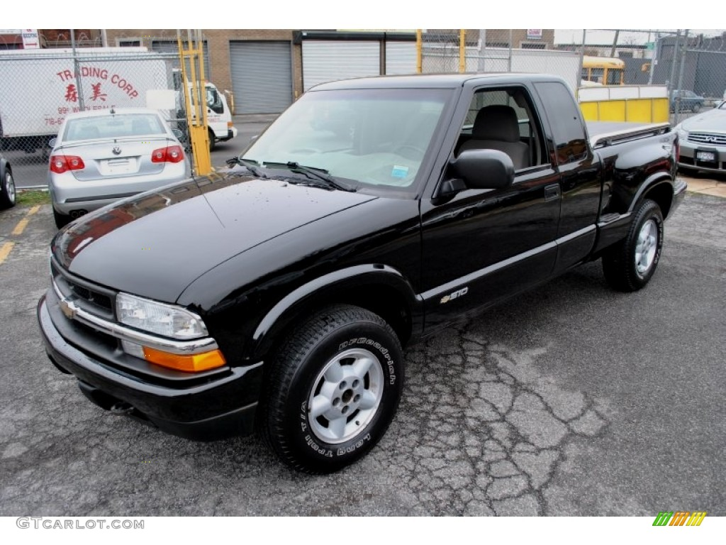 Black onyx 2003 chevrolet s10 ls extended cab 4x4 exterior photo 62439823