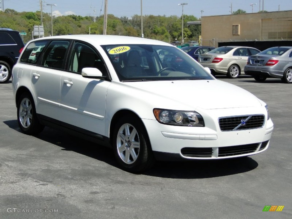 Ice white 2006 volvo v50 2 4i exterior photo 62501121 gtcarlot com