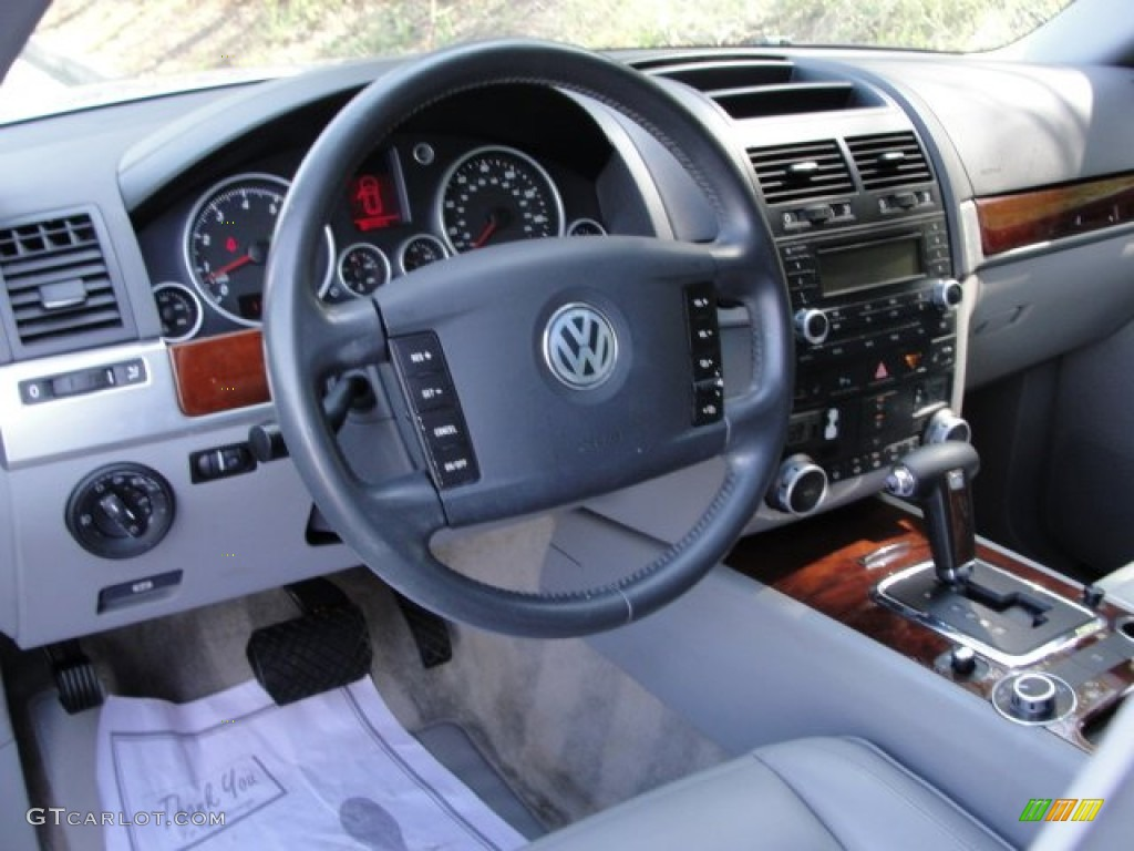 2005 Volkswagen Touareg V6 Kristal Grey Dashboard Photo