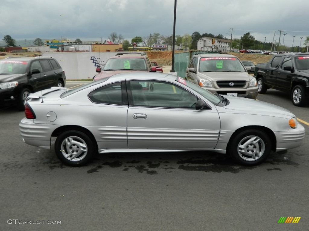 galaxy silver metallic 2002 pontiac grand am se coupe. Black Bedroom Furniture Sets. Home Design Ideas
